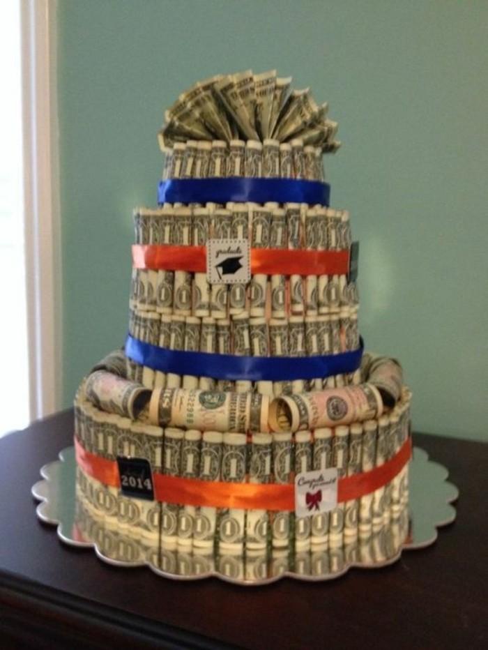 Geschenke-zum-Schulabschluss-eine-Torte-aus-Geld