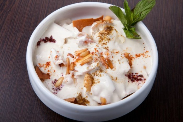 Herstellung-von-Joghurt-mit-Zutaten