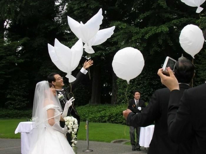 Hochzeit-Tauben-aus-Papier-und-Balone