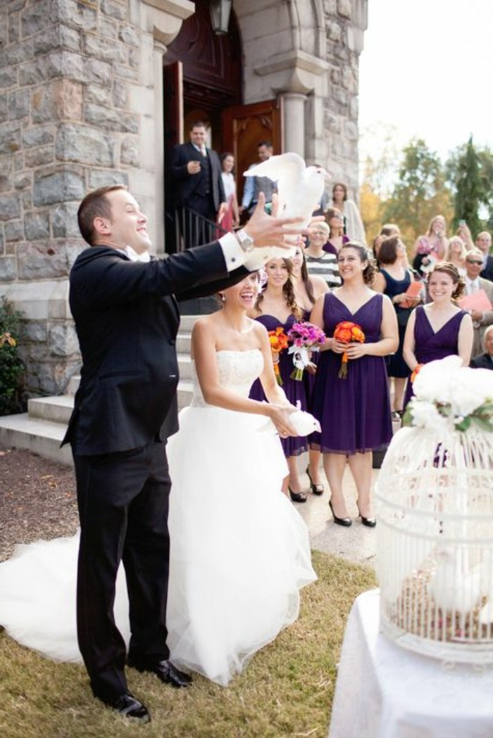 Hochzeit-Tauben-der-Bräutingam-lässt-fliegen