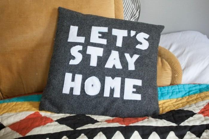 Kissen-mit-Sprüchen-lass-uns-zu-Hause-bleiben