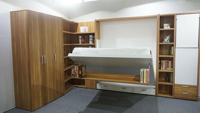 Klappbares-Bett-in-dem-Rygalsystem-integriert