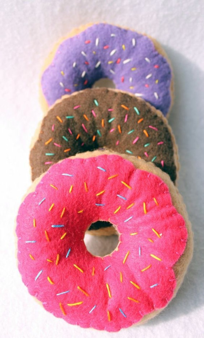 Lustige-Kissen-die-wie-Süßigkeiten-aussehend-Donuts