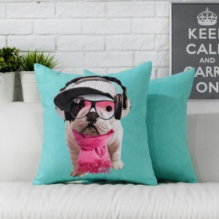 Lustige-Kissen-ein-Hund-mit-Kopfhörer