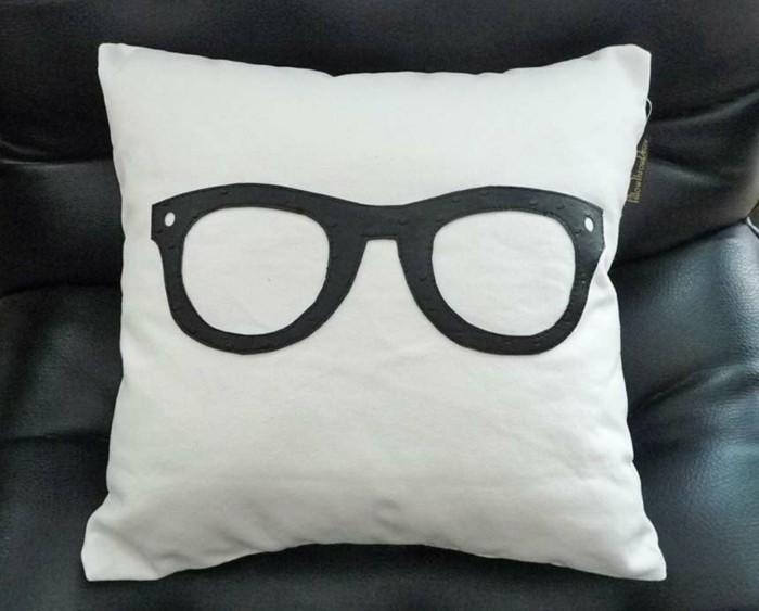 Lustige-Kissen-mit-großer-Brille