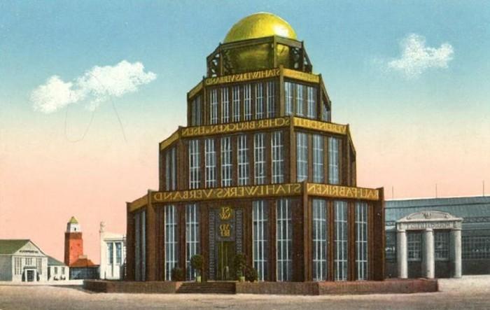 Moderne-Architektur-Merkmale-mit-Kugel-am-Dach