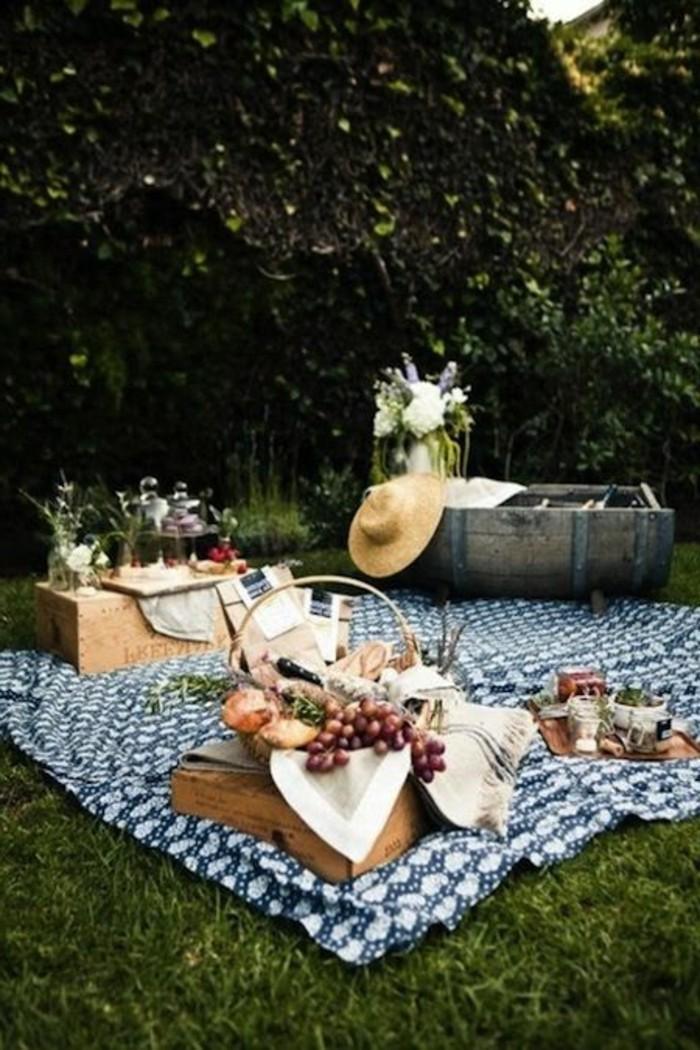 Picknick-im-Freien-im-Herbst