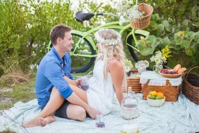 Picknick-im-Grünen-mit-einem-Fahrrad