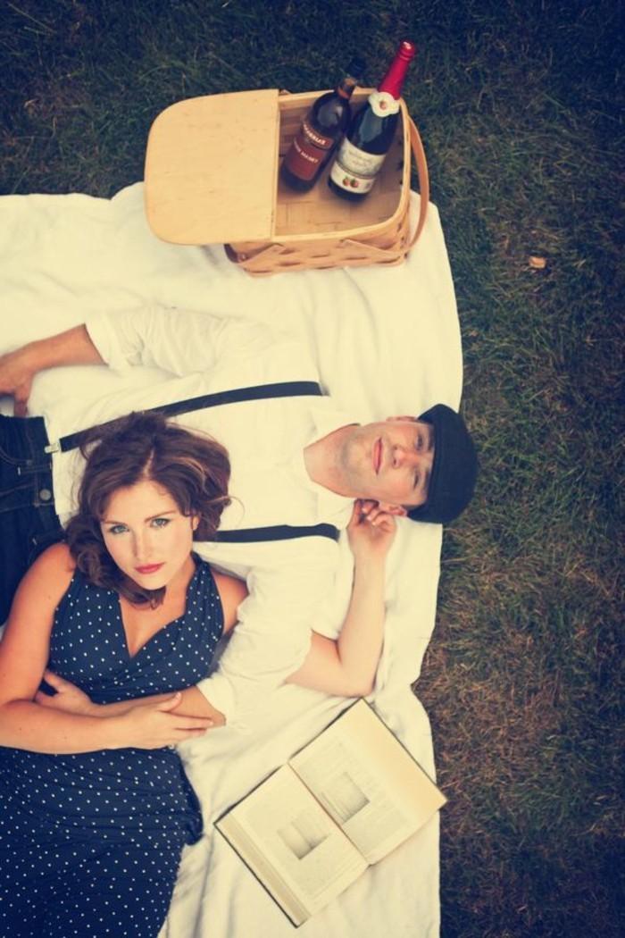 Romantisches-Picknick-mit-einem-Buch