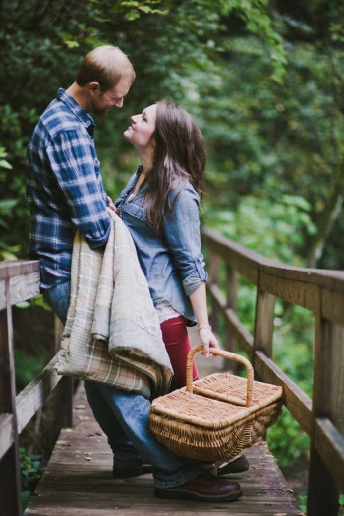 Romantisches-Picknick-mit-einem-vintage-Korb