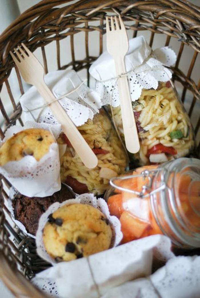 Romantisches-Picknick-mit-zwei-Gläser-Spagetti