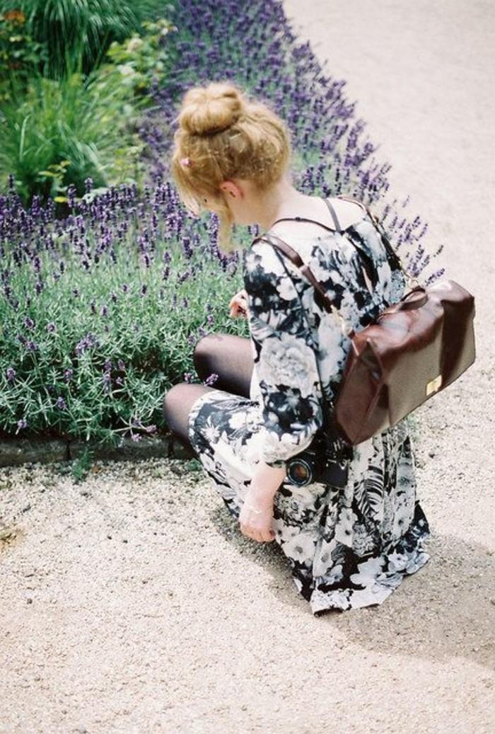 Rucksack-für-Frauen-Spaziergang-in-der-Natur