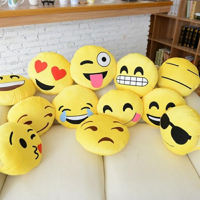 Smiley-Kissen-drücken-viele-Emotionen-aus