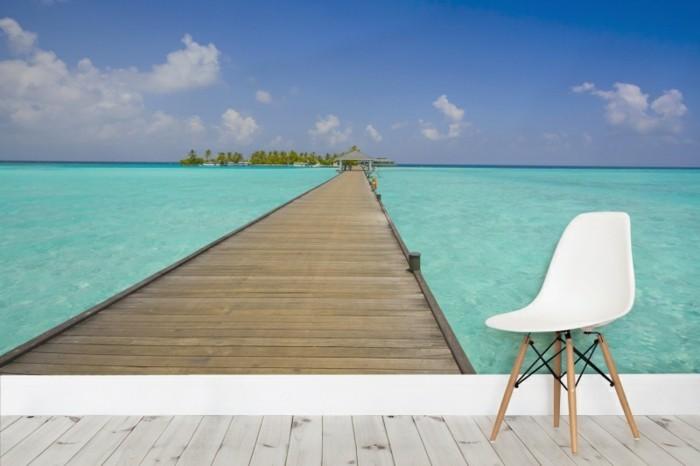 Tapete-Meer-und-ein-Stuhl