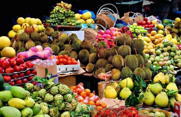 Tropische-Früchte-auf-ein-Haufen