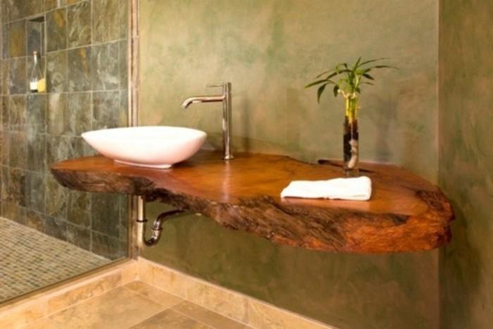 Waschbecken-auf-Holzplatte-massiv-und-deko