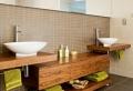 Waschtisch aus Holz für mehr Gemütlichkeit im Bad