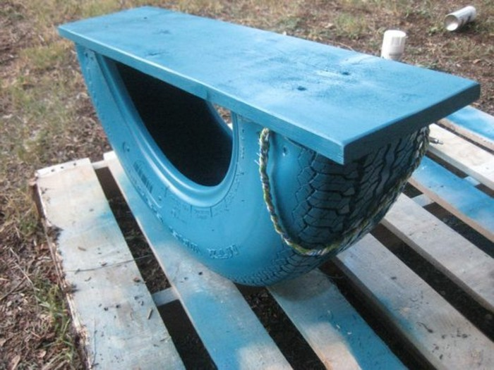 altreifen-recycling-coole-blaue-gartenmöbel