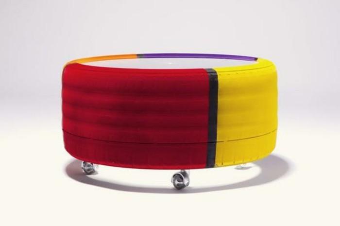altreifen-recycling-moderne-diy-möbel-hocker-in-zwei-farben