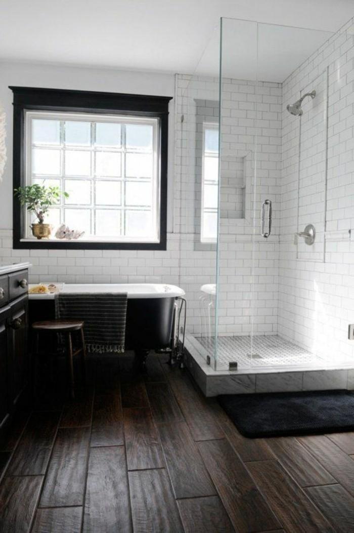 badezimmer-landhaus-mit-holzbodenbelag