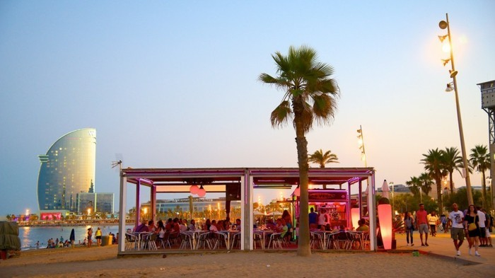 barceloneta-strand-in-barcelona-moderne-restaurants-und-bars