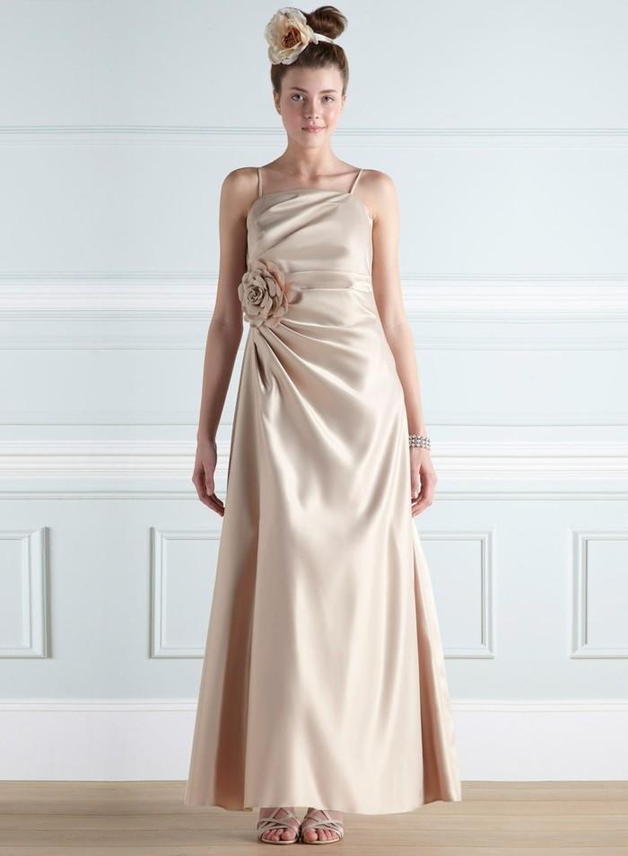 champagne-brautkleider-glänzende-romantische-gestaltung