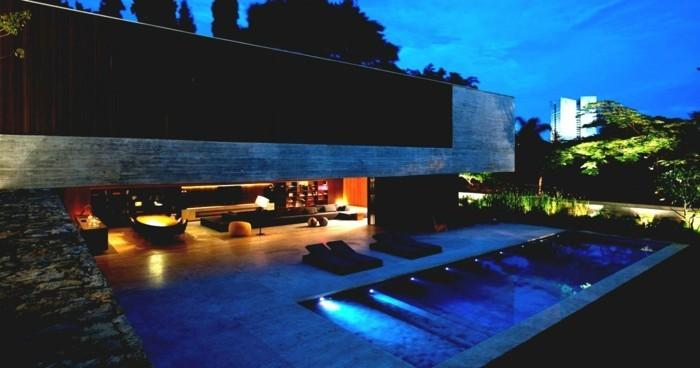 foto-im-abend-genommen-haus-mit-panorama-super-schöne-beleuchtung-am-pool