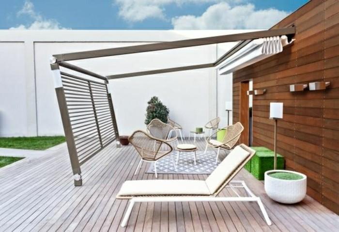 garten-ideen-pergola-metall-terrassendielen-holz-gartenmöbel-rattan-stühle-resized