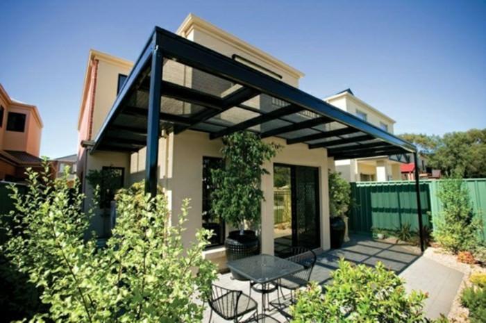 garten-pergola-aus-metall-terrassenüberdachung-außenbereich-gestalten-resized