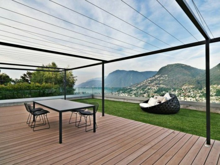 garten-pergola-metall-holzboden-terrassenüberdachung-gartenmöbel-resized
