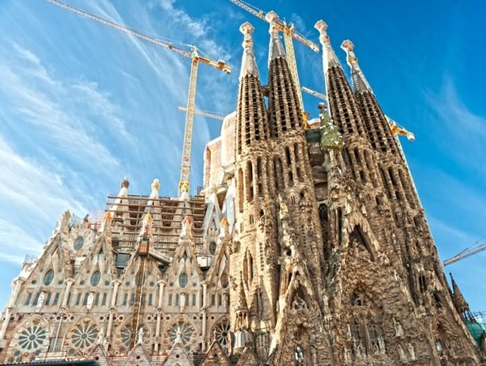 gaudi-sagrada-familia-kirche-barcelona-außergewöhnliche-architektur