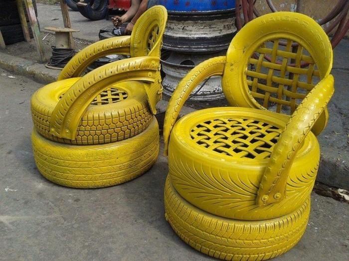 gelbe-stühle-aus-autoreifen-gemacht-altreifen-recycling