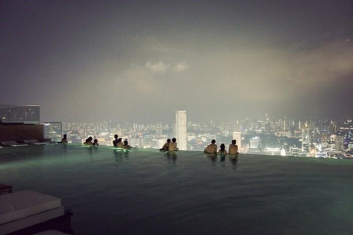 großer-pool-mit-blick-auf-die-große-stadt-super-tolles-panorama-haus