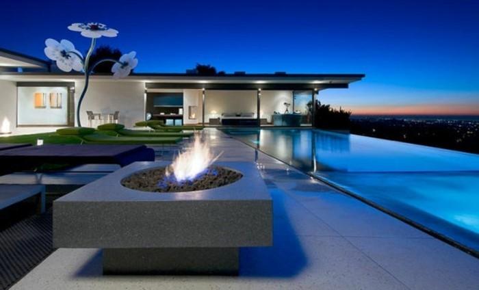 großer-pool-und-luxuriöse-wohnung-haus-mit-panorama