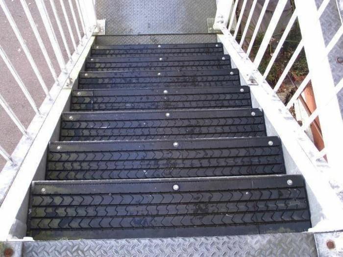 interessante-treppen-altreifen-recycling-kreative-gestaltung