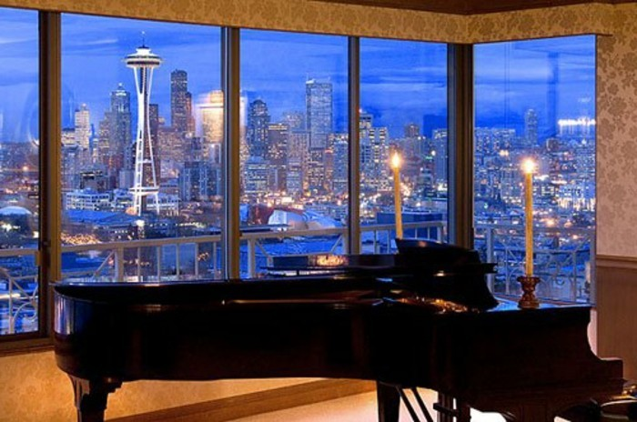 klavier-romantische-kerzen-und-glaswände-einmaliges-haus-mit-panorama