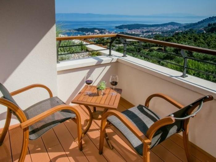 kleiner-süßer-balkon-panorama-haus-gestalten-und-einrichten