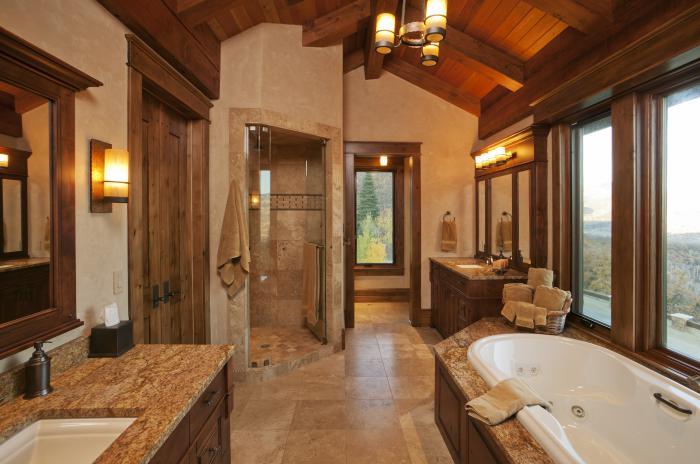 landhaus-badezimmer-geräumig-mit-aussicht