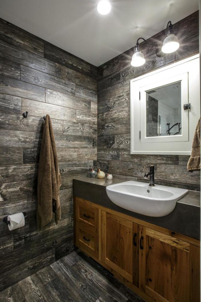 landhaus-badezimmer-mit-eingelassenem-waschbecken