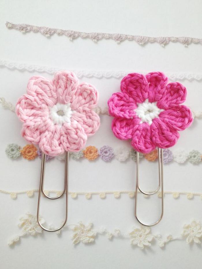lesezeichen-häkeln-rosa-blume