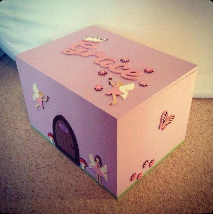 märchenhafte-Aufbewahrungsbox-Kinderzimmer-mit-kleiner-Tür
