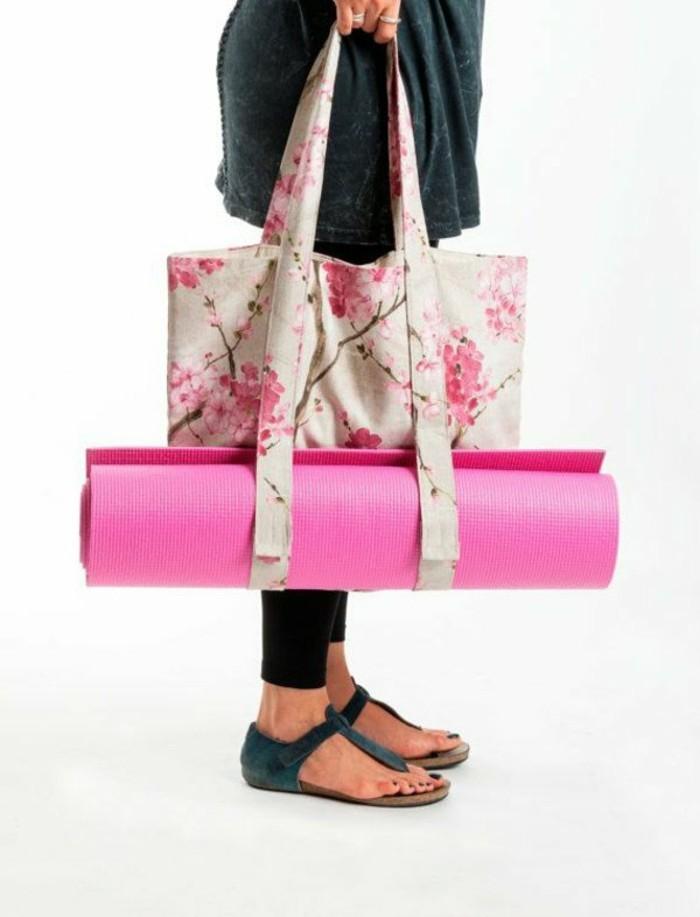 moderne-handtasche-mit-frühlings-mustern