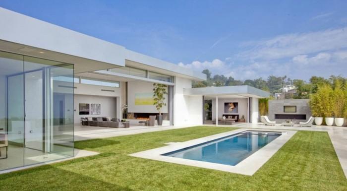 modernes-minimalistisches-weißes-haus-mit-panorama