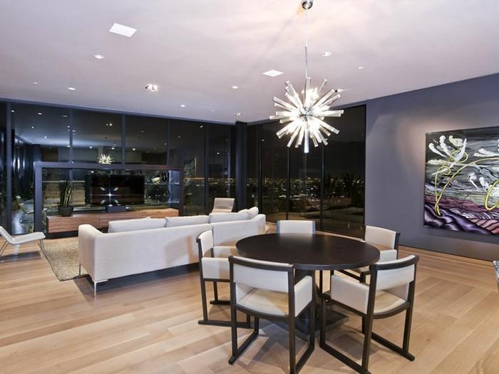 modernes-schickes-haus-mit-panorama-elegante-inneneinrichtung