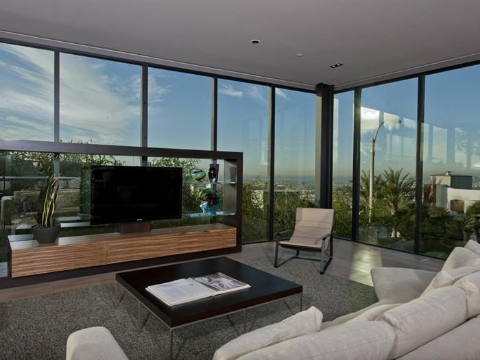 schöne-gläserne-wände-haus-mit-panorama-weißes-design