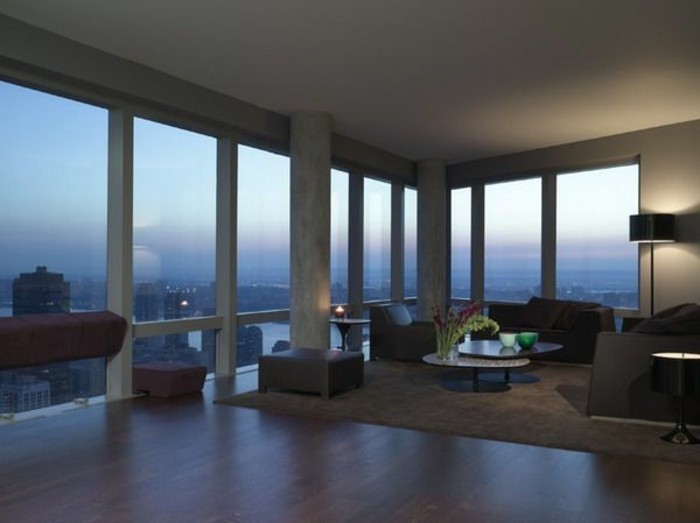 schöne-glaswände-und-moderne-möbel-attraktives-panorama-haus