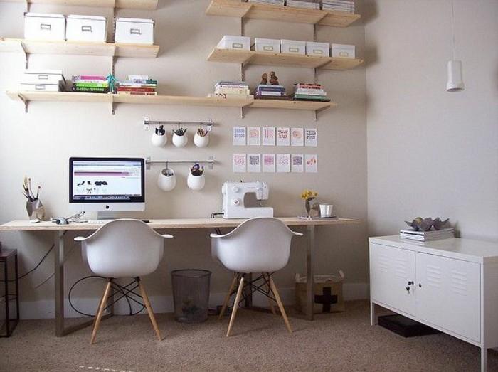 schreibtisch-teakholz-modern-mit-zwei-stühle