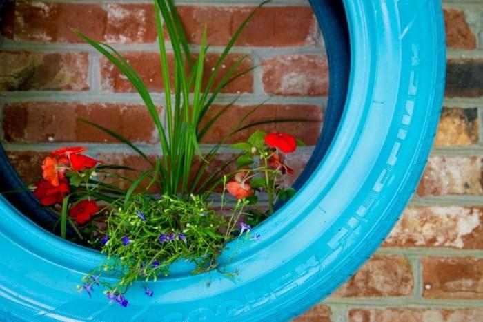 sehr-schöne-dekoideen-altreifen-recycling-blaue-autoreife