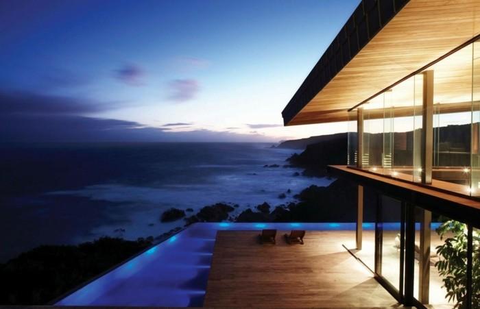 strandhaus-mit-panorama-wasserumgebung-moderne-architektur
