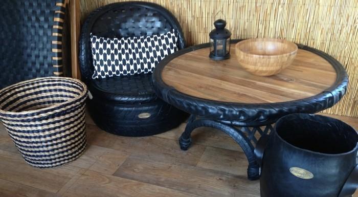 tisch-und-stühle-aus-altreifen-recycling-gemacht